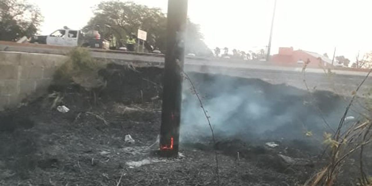Incendio en Tehuantepec provoca caída de postes y apagón   El Imparcial de Oaxaca