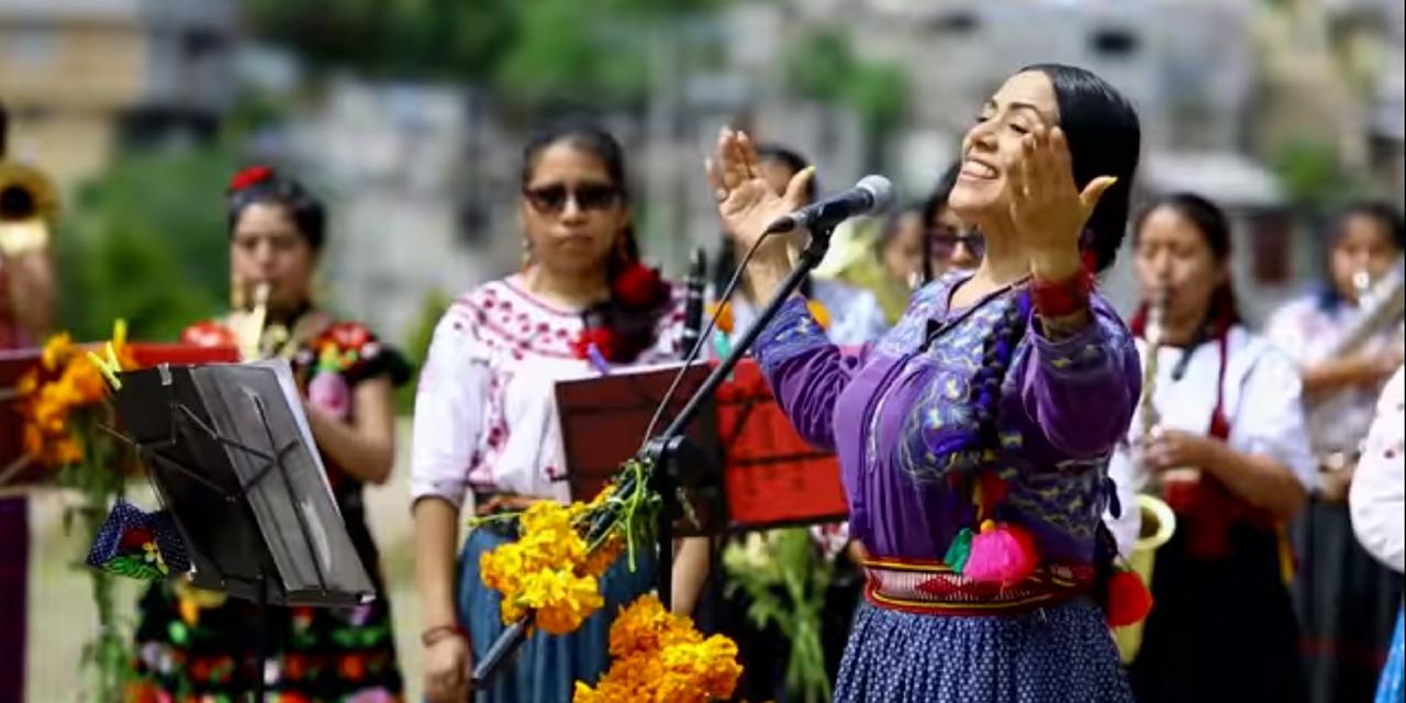 Lila Downs y Mujeres del Viento Florido reconocen a las mujeres   El Imparcial de Oaxaca