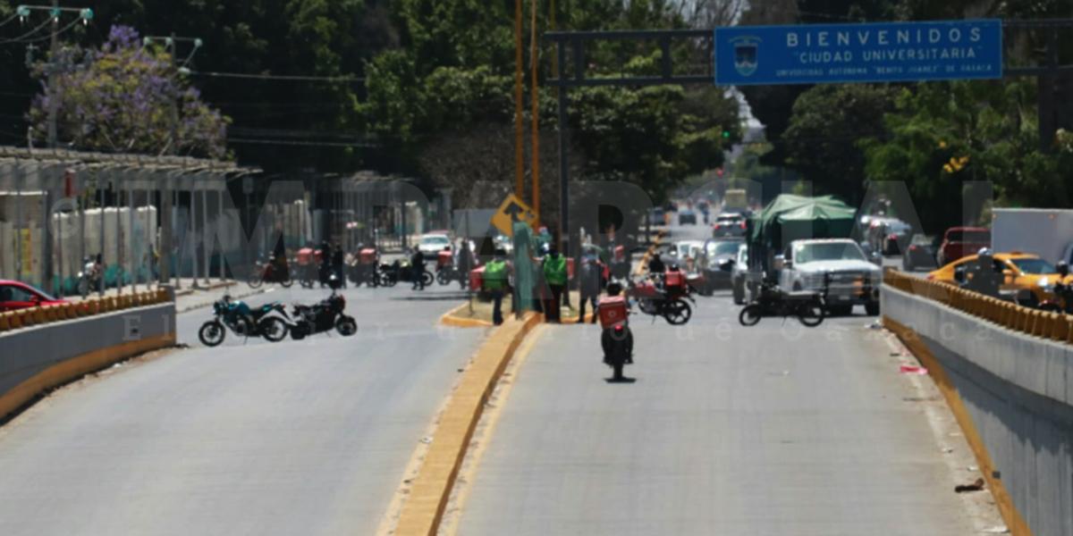 Inician bloqueos repartidores de Uber, Didi y Rappi en Periférico, Av. Universidad y 5 señores | El Imparcial de Oaxaca