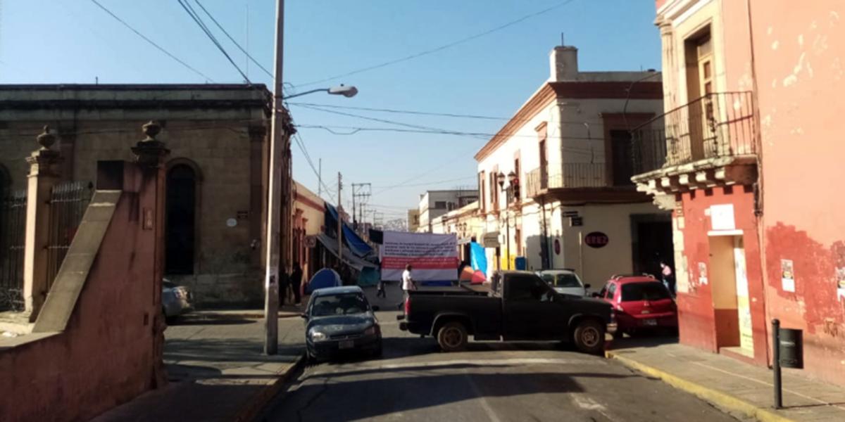 Cumple tres días el plantón en las oficinas de Salud | El Imparcial de Oaxaca