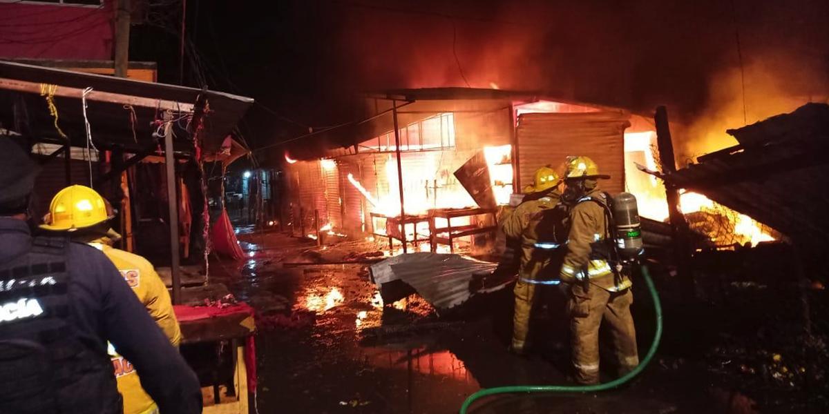 Más de 60 puestos calcinados deja incendio en mercado de Juchitán, Oaxaca | El Imparcial de Oaxaca