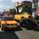 Aparatoso choque de taxis en la colonia las Flores
