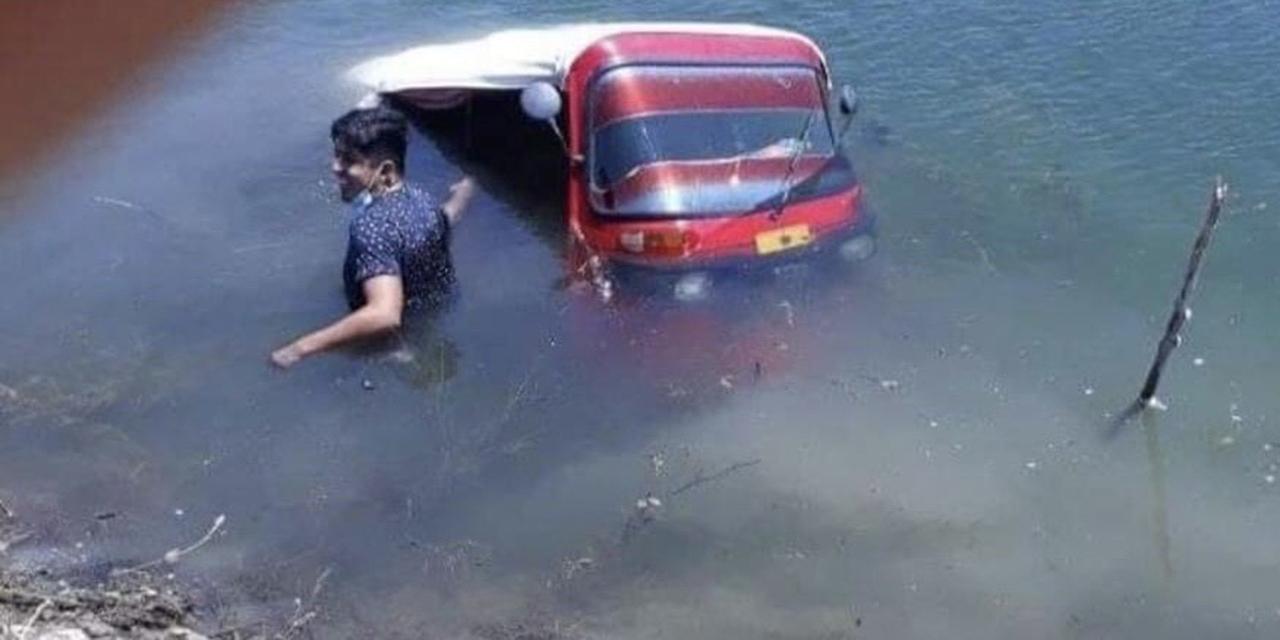 Mototaxi cae a canal de riego   El Imparcial de Oaxaca
