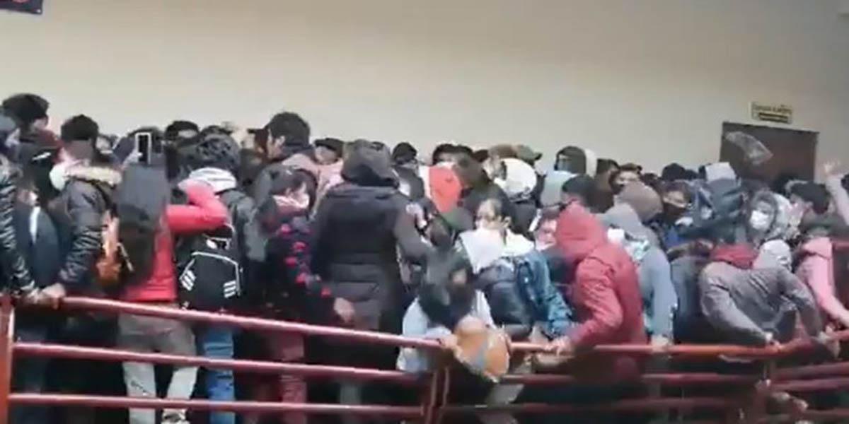 Video: Al menos 5 estudiantes perdieron la vida al caer de un cuarto piso en Bolivia | El Imparcial de Oaxaca