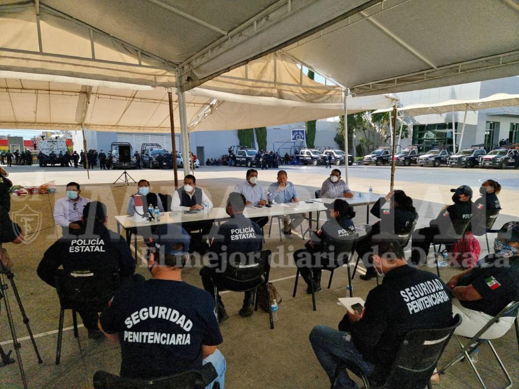 Inicia mesa de dialogo en el cuartel de la Policía Estatal | El Imparcial de Oaxaca