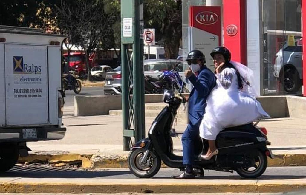 Marisol y Roberto,  novios motorizados   El Imparcial de Oaxaca