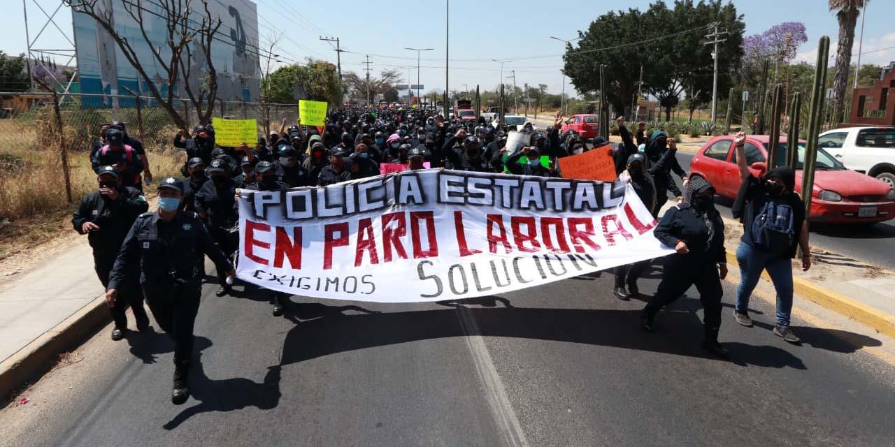 Elementos de la Policía Estatal marchan en Oaxaca   El Imparcial de Oaxaca