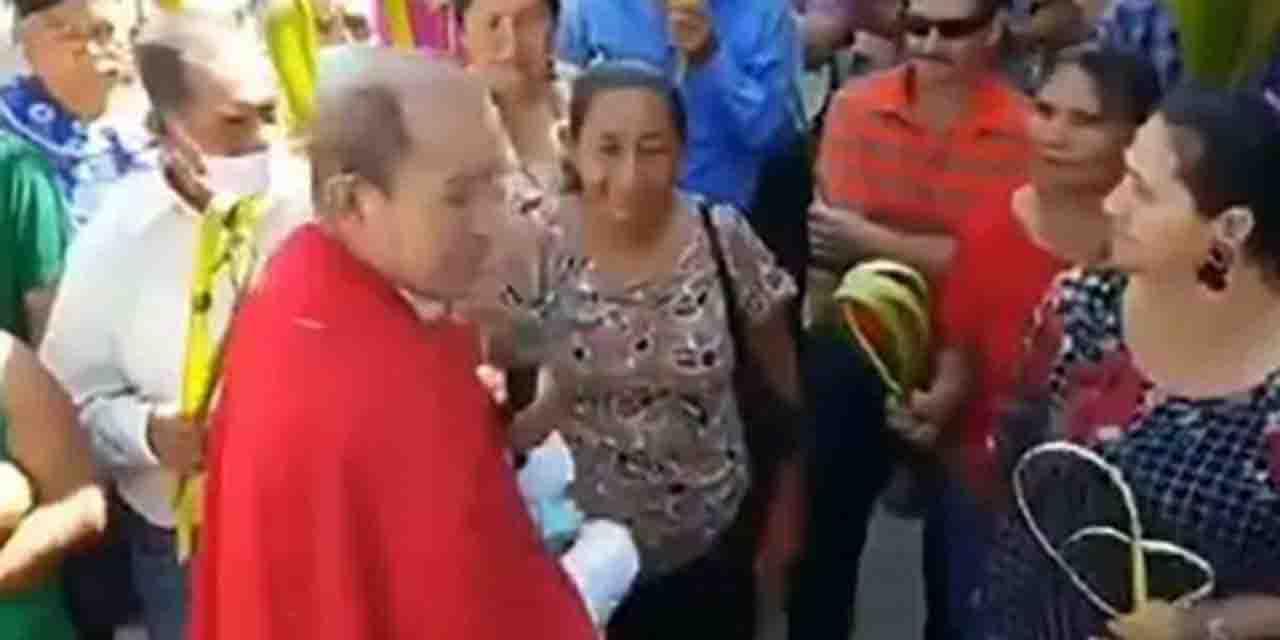 Sacerdote afirma que el uso de cubrebocas son 'babosada'; se los arranca  a feligreses | El Imparcial de Oaxaca