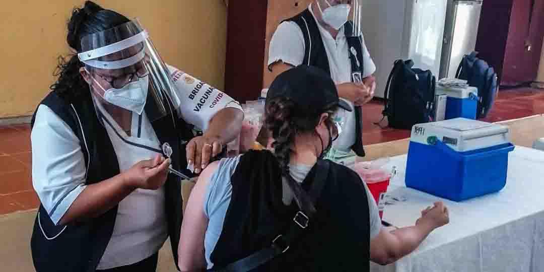 Vacunan a maestros y trabajadores de la educación en 5 estados: SEP | El Imparcial de Oaxaca