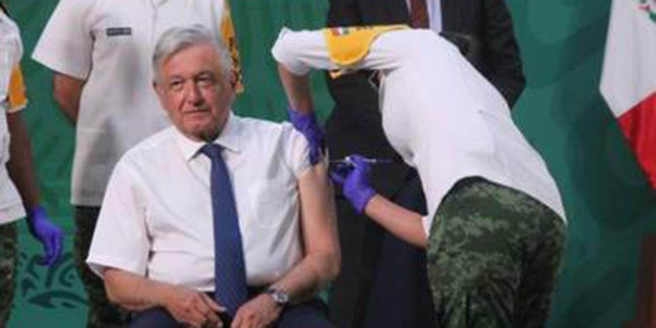 López Obrador recibe vacuna de AstraZeneca; 'no duele'   El Imparcial de Oaxaca