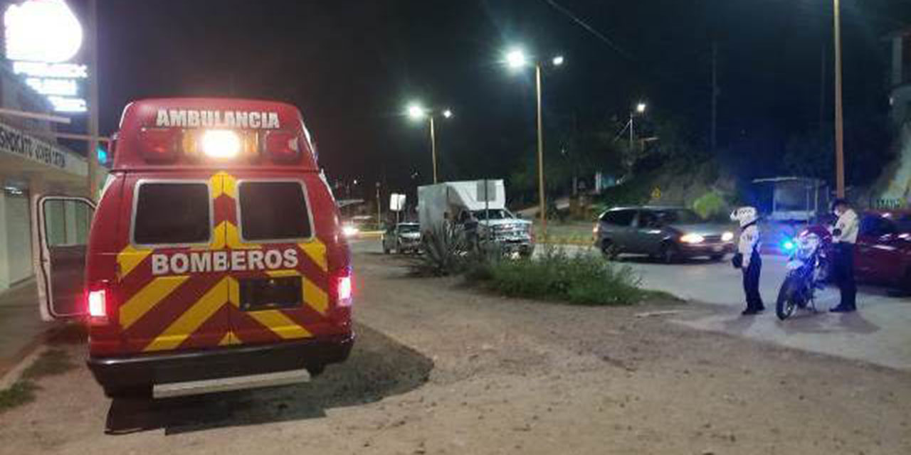 Motociclista choca contra urvan de pasajeros en Huajuapan   El Imparcial de Oaxaca