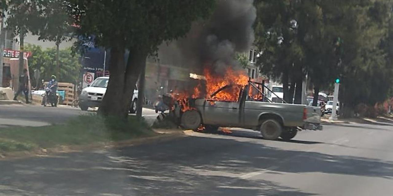 Se quema camioneta en Símbolos Patrios | El Imparcial de Oaxaca