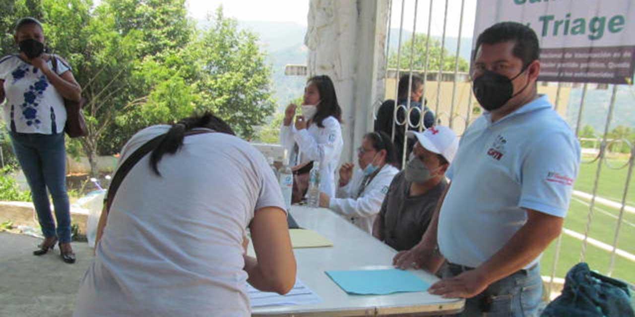 Vacunan a docentes de Huautla de Jiménez | El Imparcial de Oaxaca