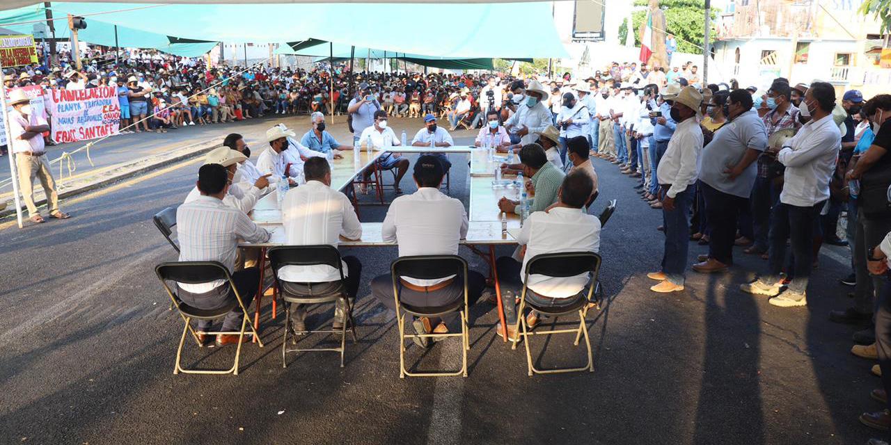 Tras mesa de diálogo, levantan bloqueo en Puerto Escondido   El Imparcial de Oaxaca