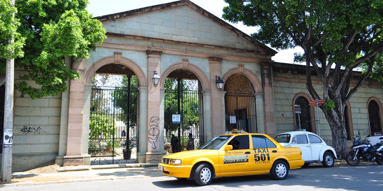 Mantienen cierre de panteones a pesar de cambio a semáforo verde   El Imparcial de Oaxaca