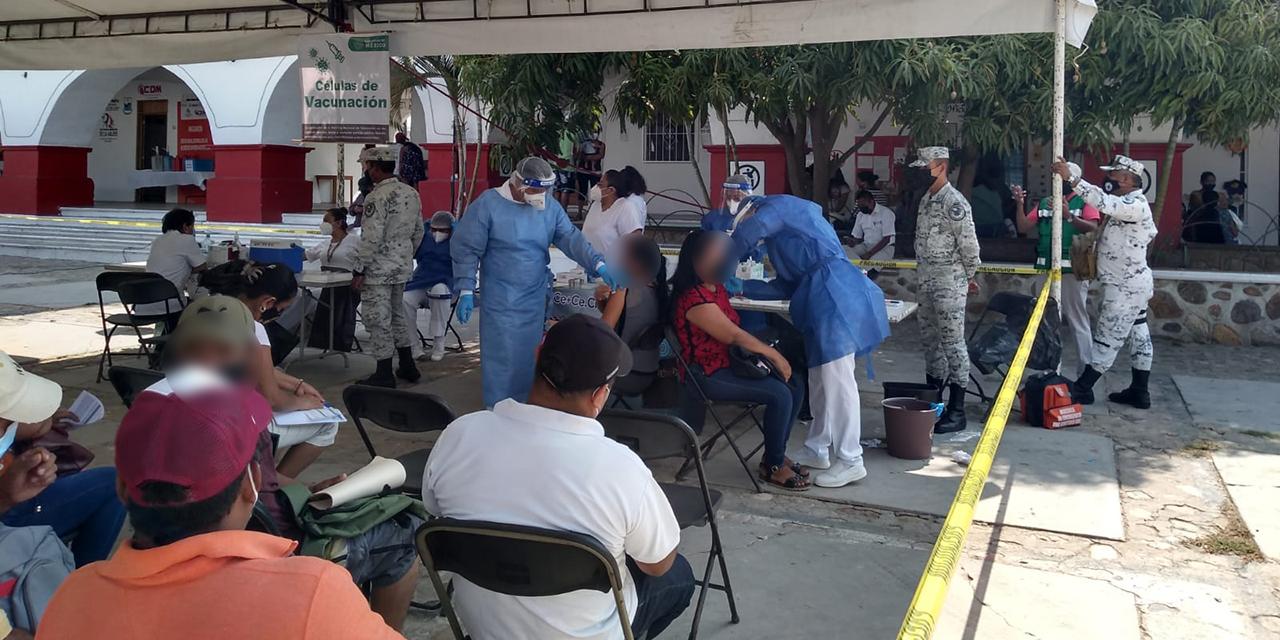 Vacunan a maestros de la costa   El Imparcial de Oaxaca