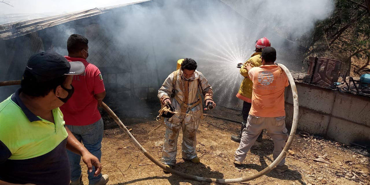 Bomberos apagan incendio en Pochutla | El Imparcial de Oaxaca