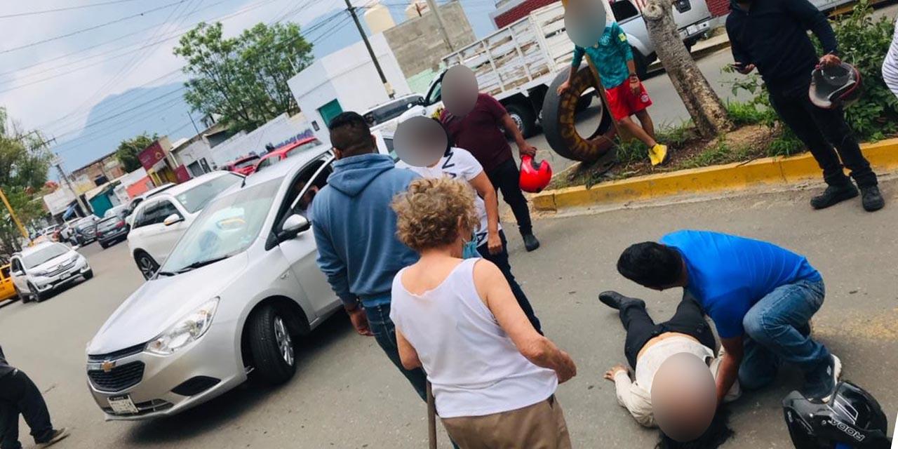 Da vuelta prohibida y choca contra moto   El Imparcial de Oaxaca