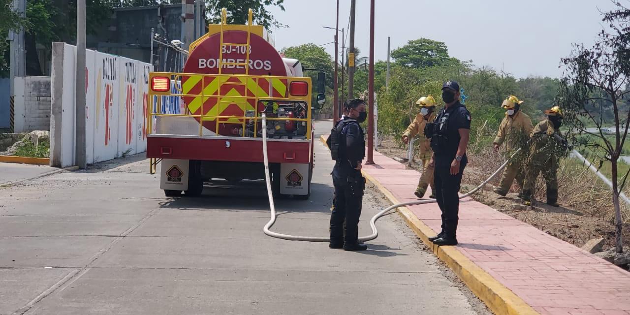 Incendio junto al Río Los Perros moviliza a bomberos | El Imparcial de Oaxaca
