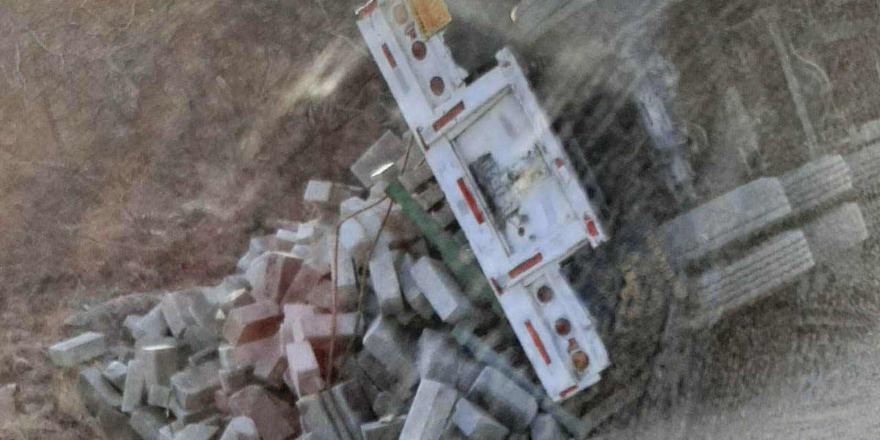 Vuelca por sobrecarga en carretera a Mariscala de Juárez | El Imparcial de Oaxaca