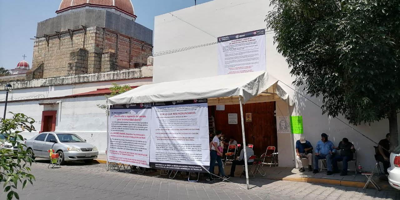 Sindicalizados del INAH protestan en delegación estatal; advierten cierre de zonas arqueológicas   El Imparcial de Oaxaca