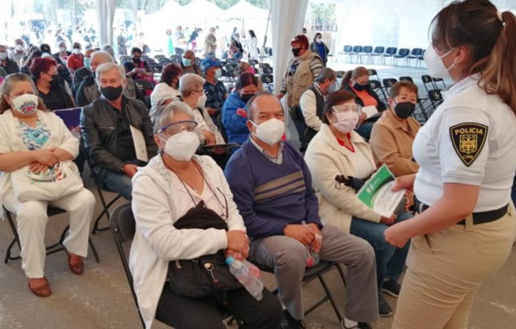 Abuelita denuncia violencia doméstica en vacunación anticovid   El Imparcial de Oaxaca