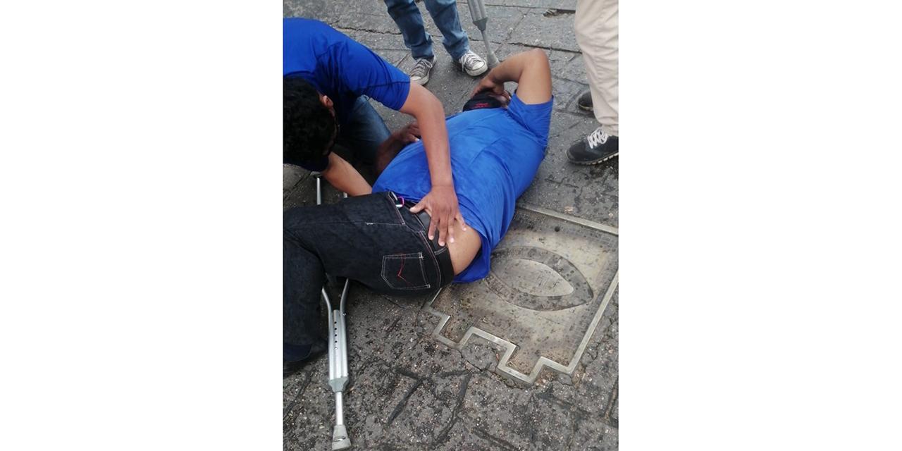 Derrapa a bordo de su motocicleta en el Centro Histórico | El Imparcial de Oaxaca