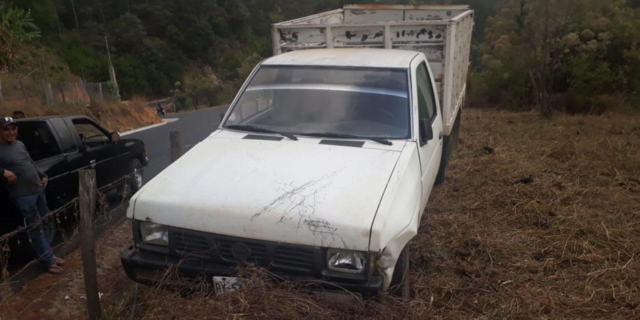 Abandonan camioneta tras choque en la Costa oaxaqueña | El Imparcial de Oaxaca