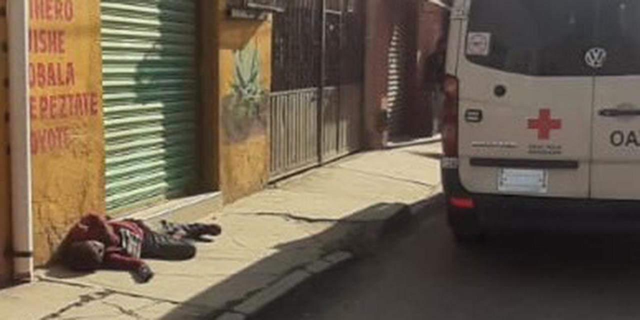 Muere una mujer en la vía pública