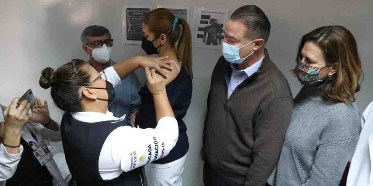 Escuelas privadas vacunan a sus maestros | El Imparcial de Oaxaca