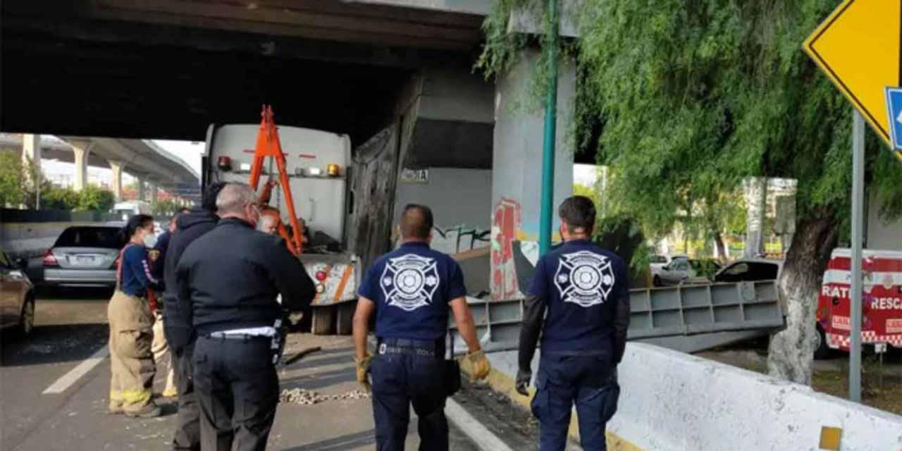 Estructura del periférico Norte cayó sobre carriles centrales   El Imparcial de Oaxaca