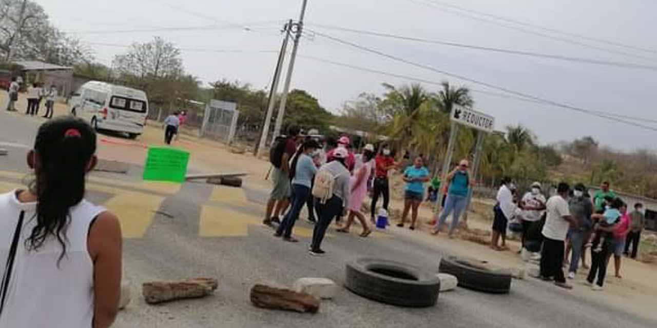 Cierran carretera en EL COYUL   El Imparcial de Oaxaca