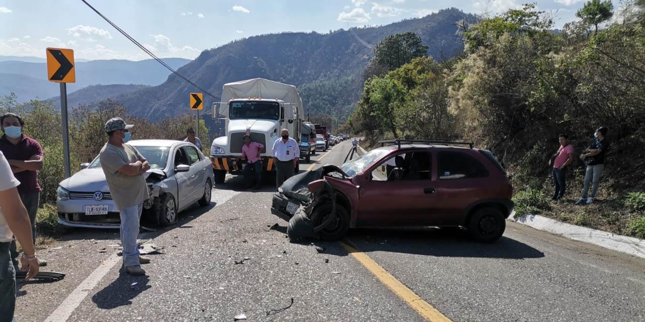Aparatoso choque en carretera a Ixtlán | El Imparcial de Oaxaca