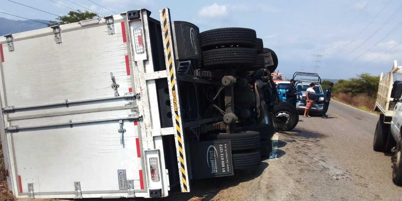 Vuelca camión de carga en La Ventosa   El Imparcial de Oaxaca