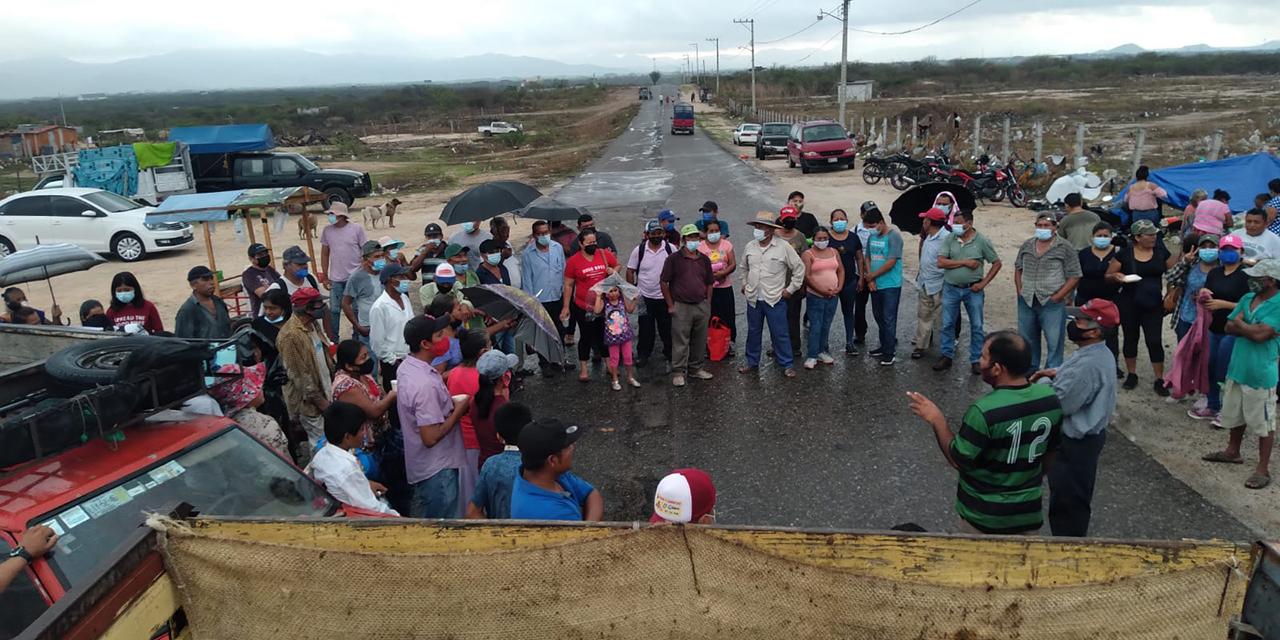 Vecinos de la colonia Camargo cierran carretera en Ixtepec | El Imparcial de Oaxaca