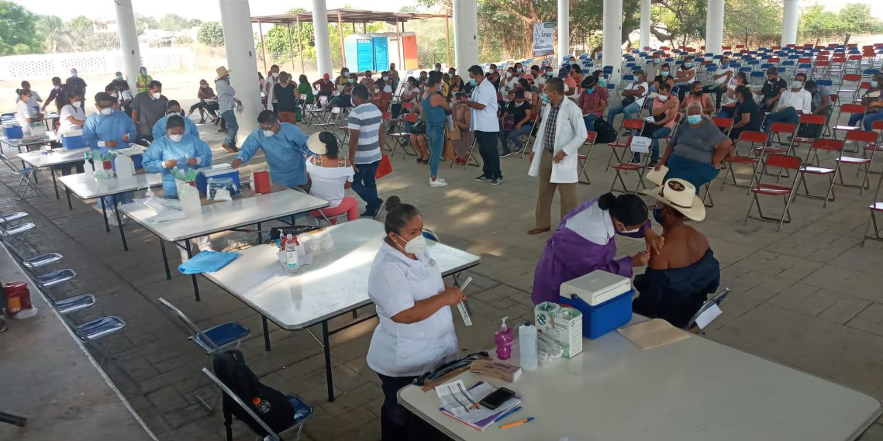 5, 300 maestros fueron inmunizados en Pinotepa | El Imparcial de Oaxaca