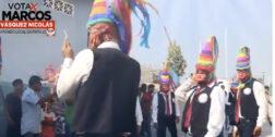 """Denuncian a candidato por apropiación cultural tras promoverse con la """"Danza de la Quijada"""""""