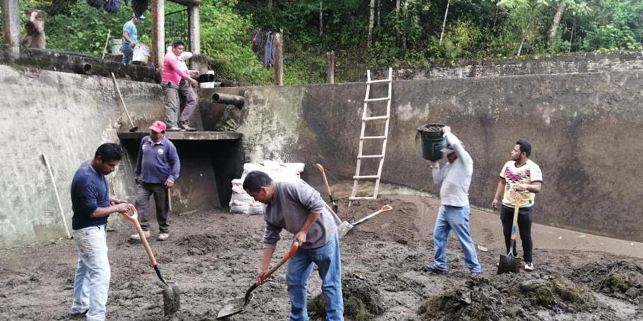 Limpian tanque de agua en Huautla | El Imparcial de Oaxaca