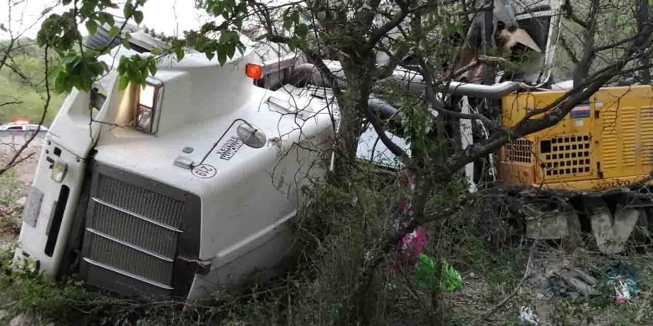 Aparatosa volcadura deja cuatro lesionados en carretera a Juxtlahuaca   El Imparcial de Oaxaca