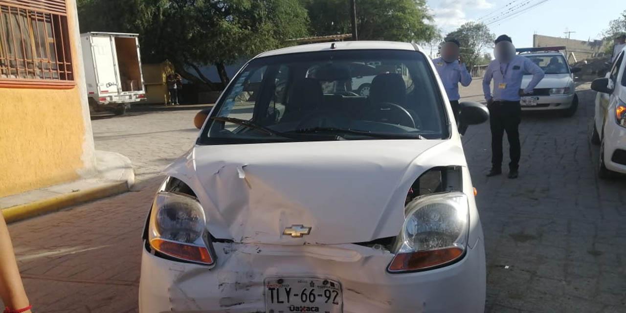 Choque frontal en Matadamas deja sólo daños materiales | El Imparcial de Oaxaca