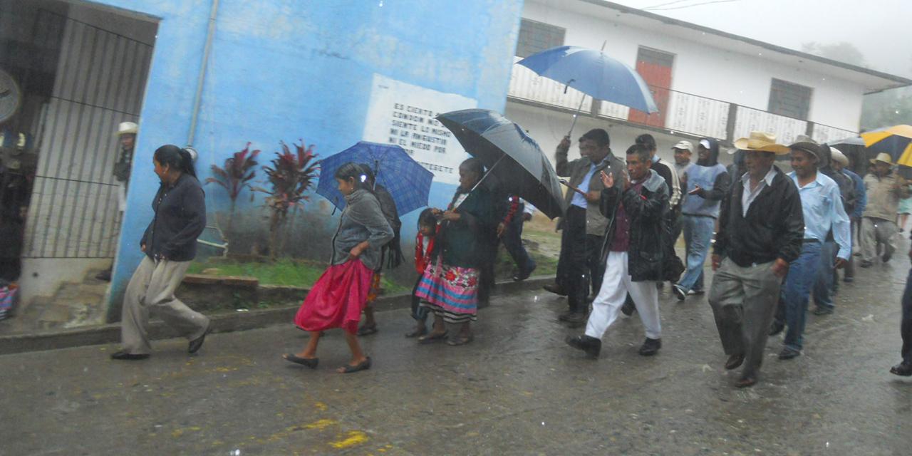 Adultos de Huautla exigen 2da dosis de vacuna anticovid | El Imparcial de Oaxaca