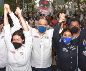 Recibe Javier Villacaña apoyo multitudinario en Santa Rosa