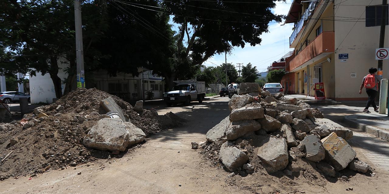 Zanjas y pavimentación afectan a Candiani | El Imparcial de Oaxaca