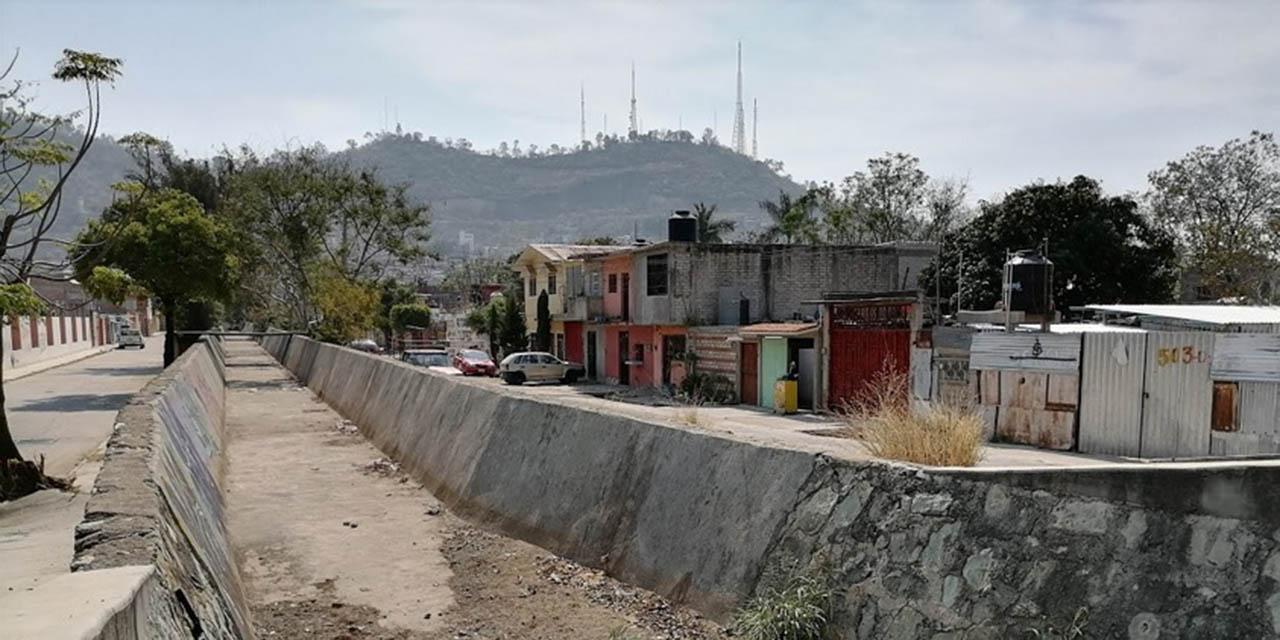 Canal a cielo abierto, un riesgo en la Vicente Suárez | El Imparcial de Oaxaca