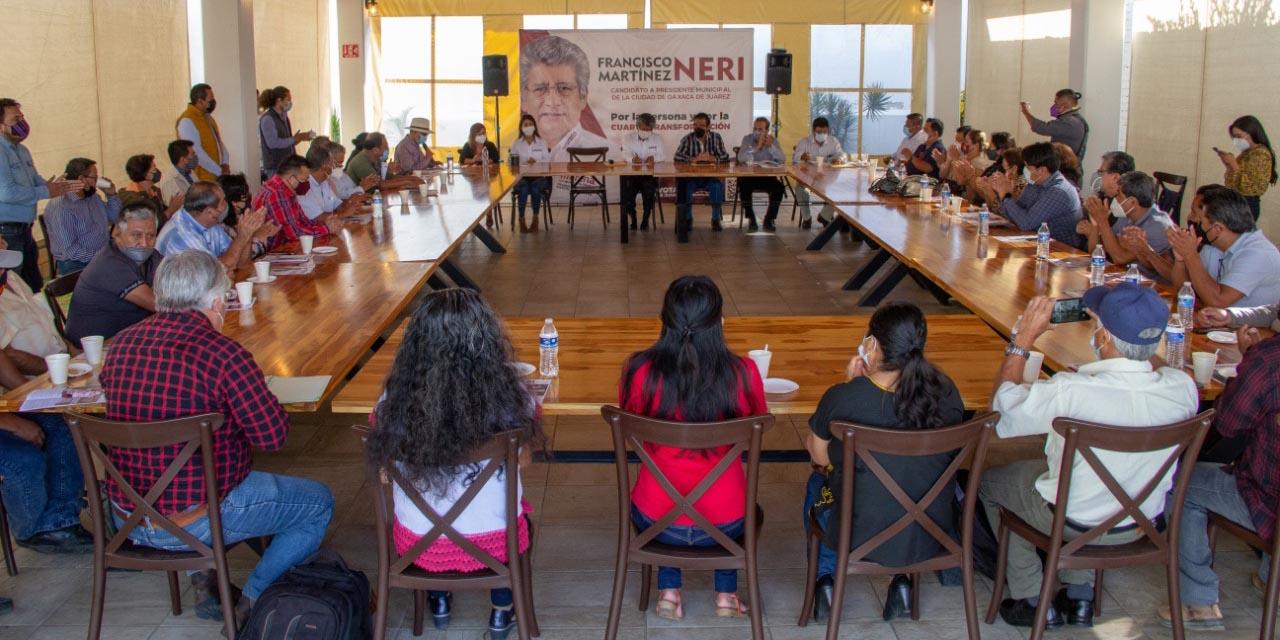 Alza la mano el magisterio a favor de Martínez Neri   El Imparcial de Oaxaca