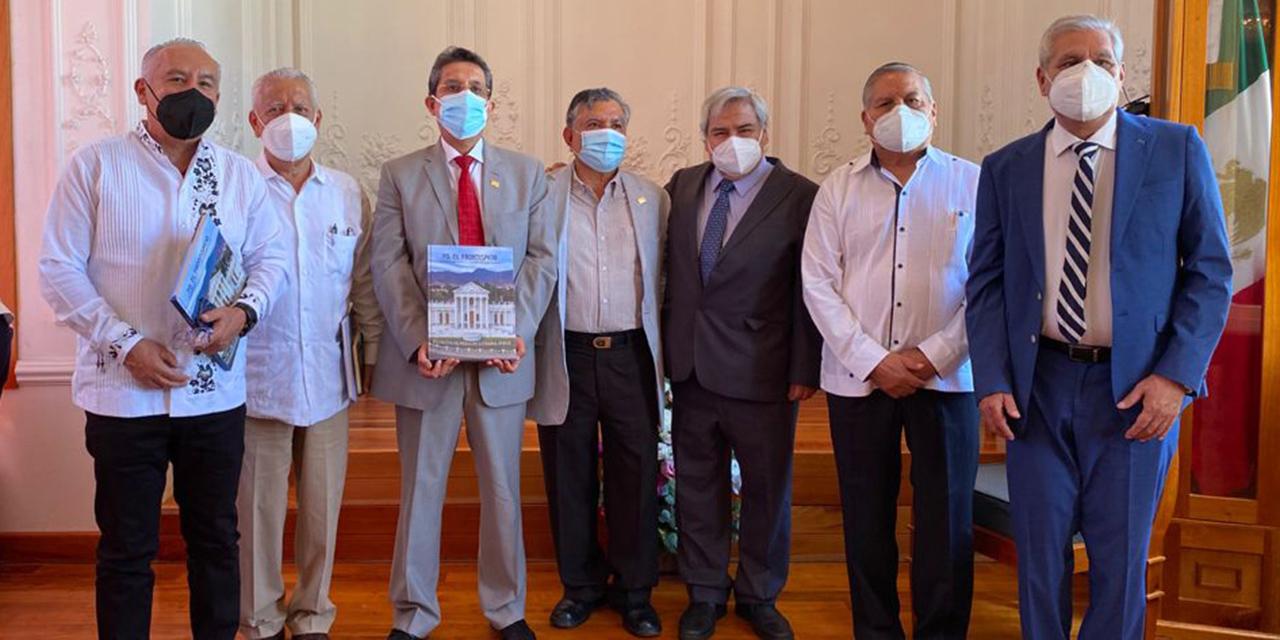 Cuentan en un libro la  historia de El Frontispicio | El Imparcial de Oaxaca