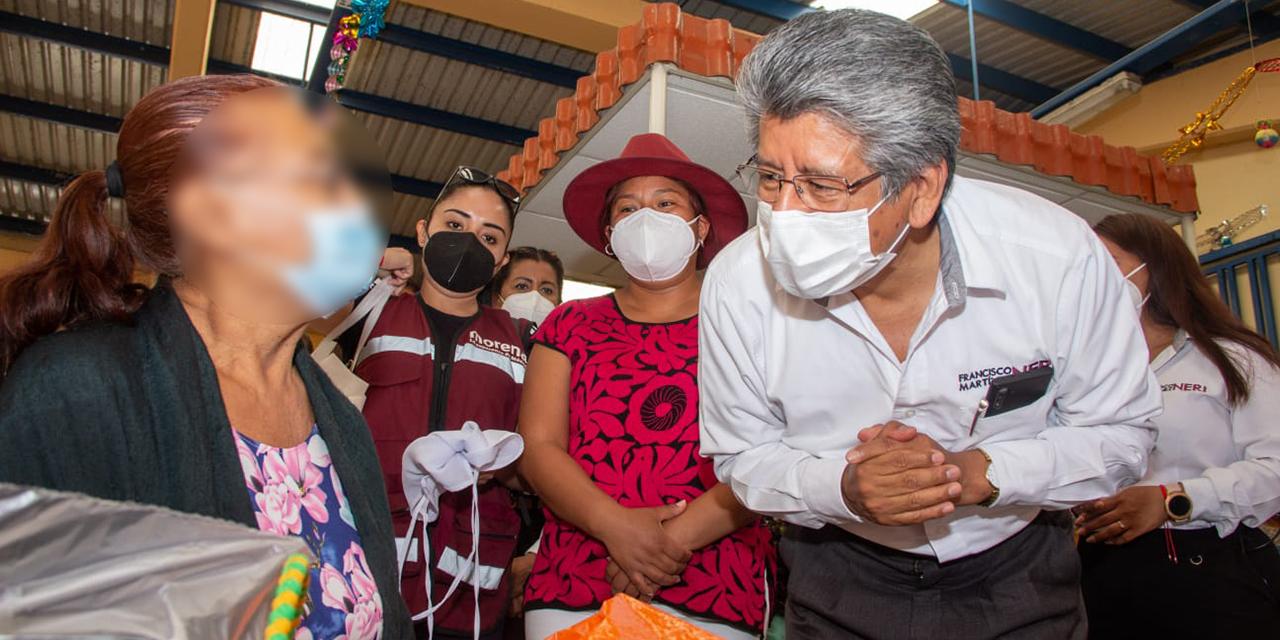 Francisco Martínez Neri recorre mercado Cuarto Centenario | El Imparcial de Oaxaca