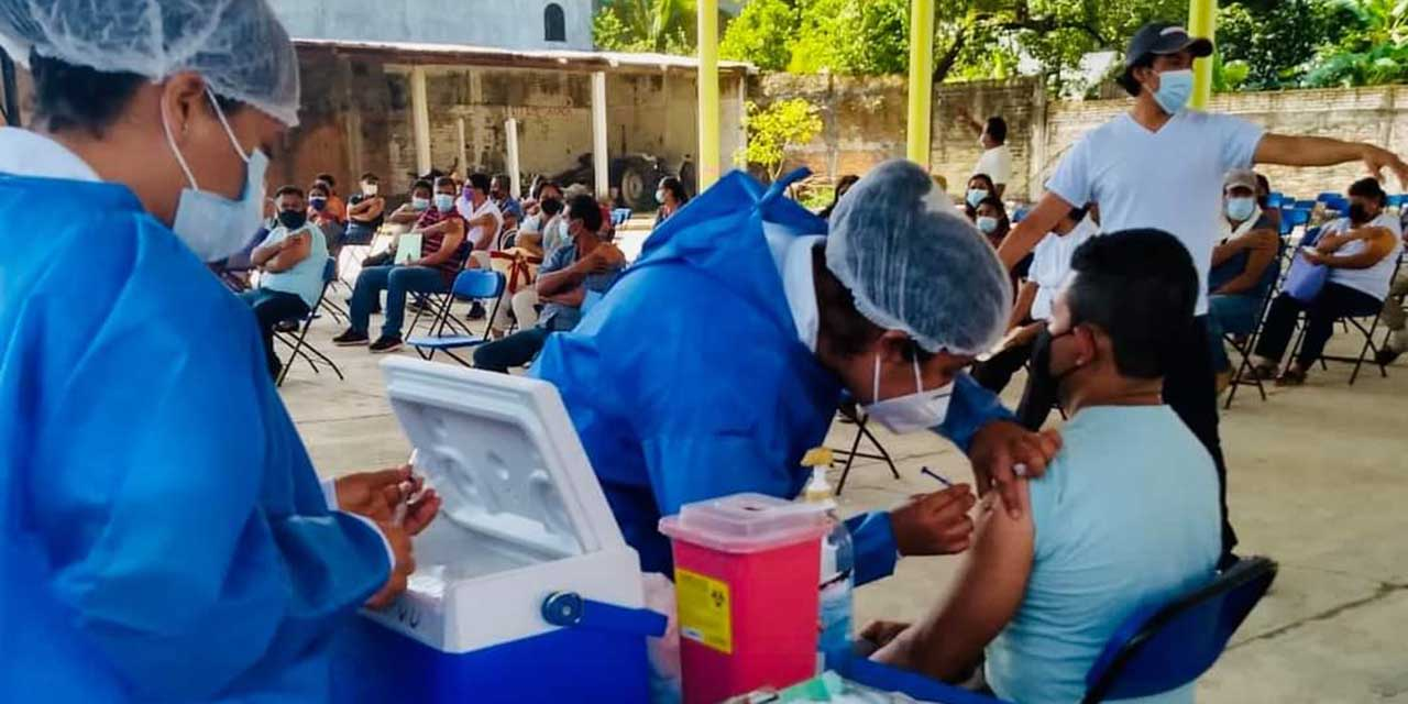 Vacunan en resto de la Dirección de Huajuapan | El Imparcial de Oaxaca