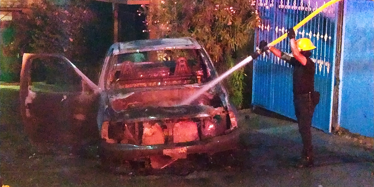 Se incendia vehículo en Salina Cruz | El Imparcial de Oaxaca