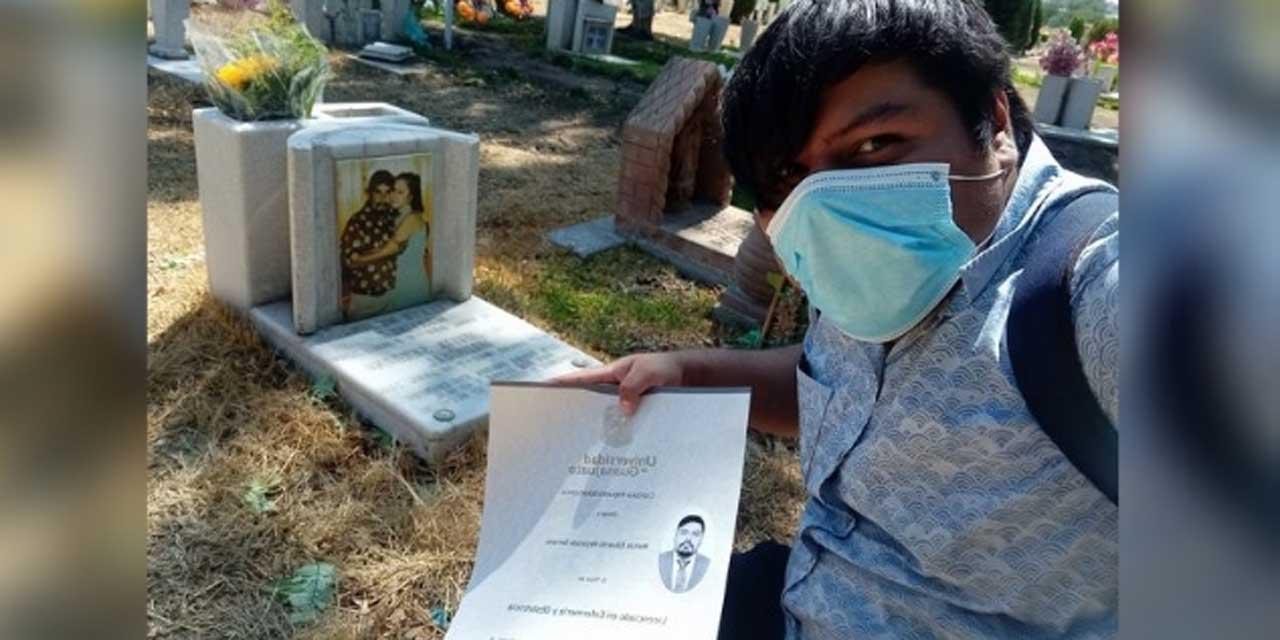Cumple la promesa a sus padres y le lleva su título a sus tumbas | El Imparcial de Oaxaca